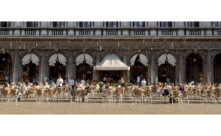Caffe Florian exterior. Design cafenea. Amenajare exterior cafenea.