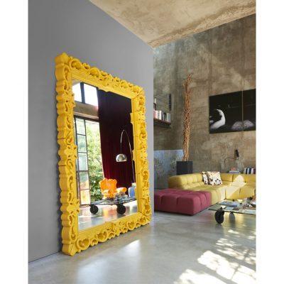 Oglinda Love realizata din polietilena de culoare galbena. Oglinda Love. Oglinda decorativa mare de podea