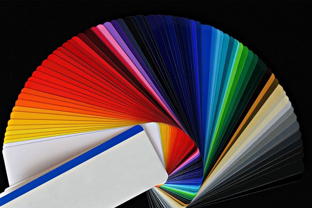 Cum pot influenteaza culorile clientii. Psihologia culorilor. Visual merchandising spatii HoReCa. Evantai nuante de culoare.